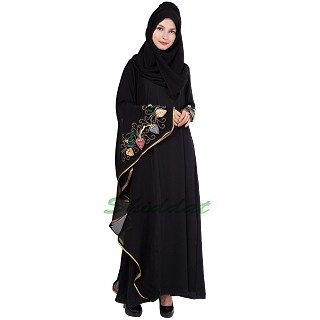Embroidered Islamic dress - Kaftan with asymmetrical sleeves