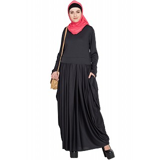 Pleated travel maxi dress- Black color